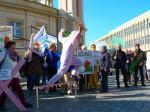 Aktive des Aktionsbündnisses springen über die nächste Hürde des Volksbegehrens (Foto: Aktionsbündnis Agrarwende Berlin-Brandenburg)