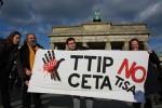 Protest gegen die Freihandelsabkommen CETA und TTIP (Foto: Mehr Demokratie, Cornelia Reetz, flickr.com: http://bit.ly/2crdjqs)
