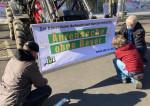 Die AbL protestiert vor dem Bayerkonzern in Leverkusen. Foto: AbL